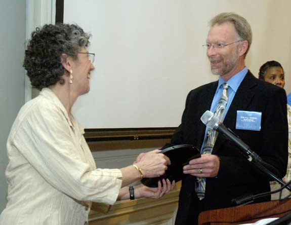 Peter Muste accepts award